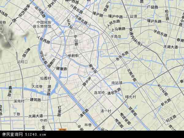 北倚长江,南濒太湖,东与苏州接壤,西与常州交界,京杭大运河从中穿过