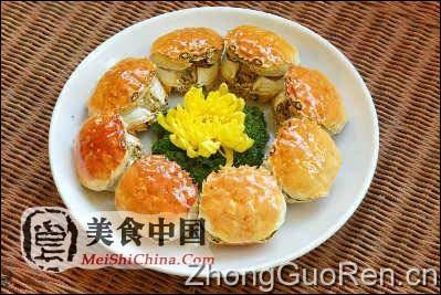 12 马爹里粉丝焗红蟹煲 选用新鲜的膏蟹,用马爹里,粉丝和厨师的特别
