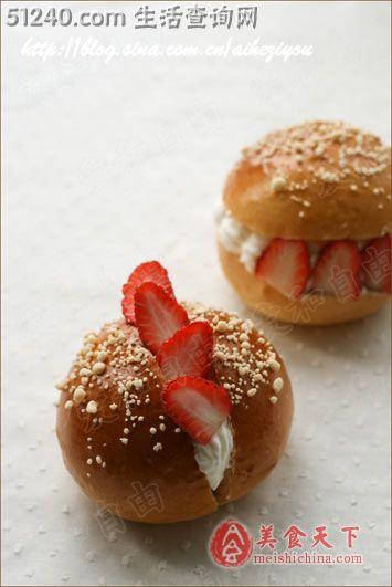 草莓装饰面包